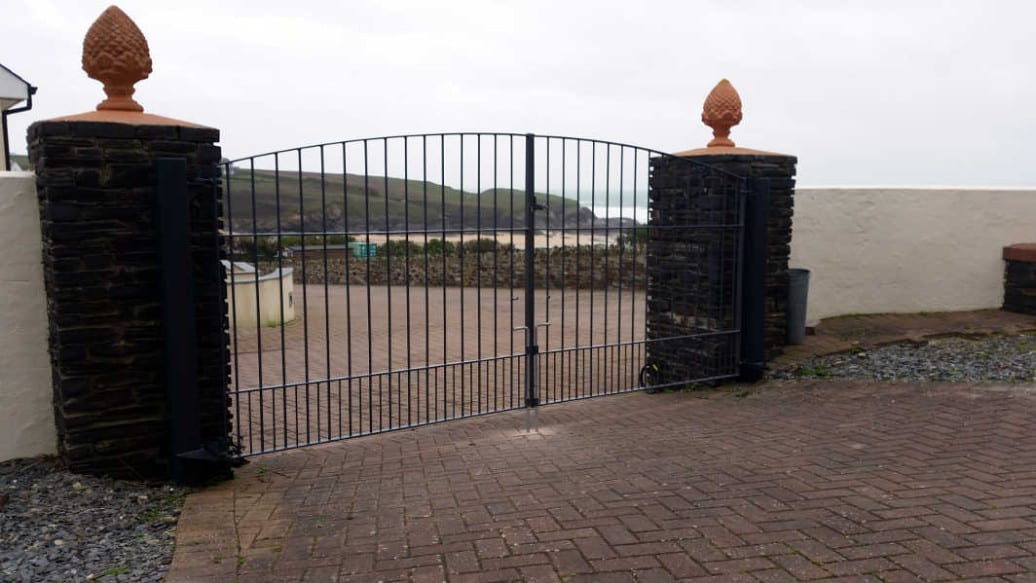 Large Metal Gates Padstow