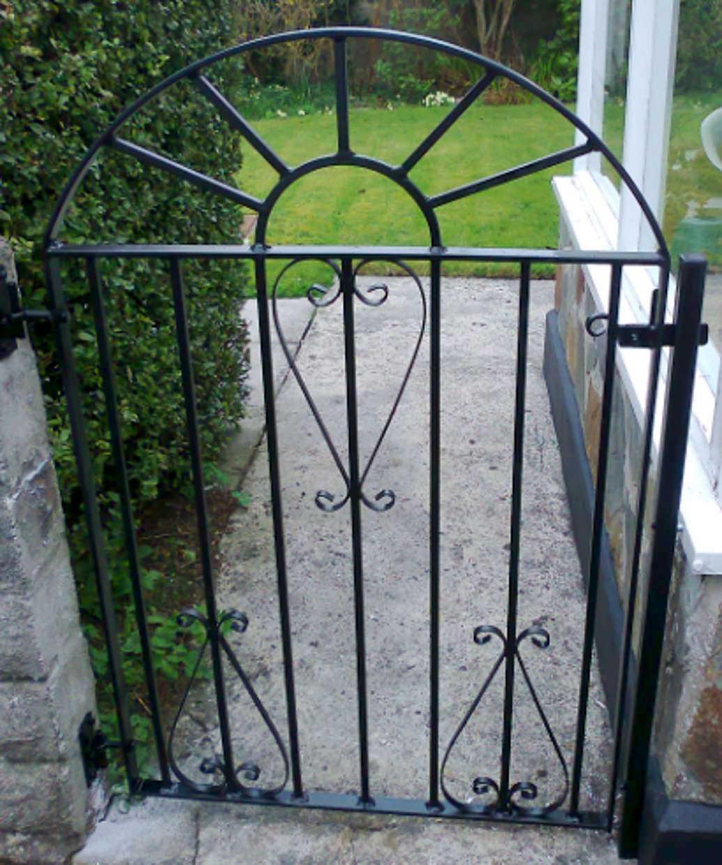 Ornamental metal gates secure enhance your property - Rejas para jardin ...
