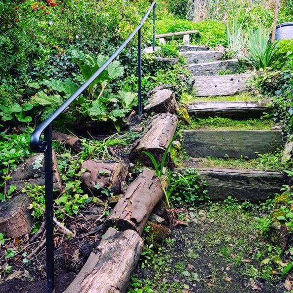 Garde handrailing